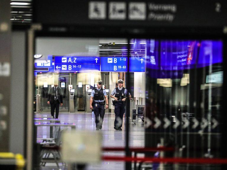 Alemania realizará test obligatorios de COVID-19 en los aeropuertos.