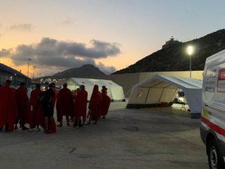 Un centenar de inmigrantes se dan a la fuga durante la cuarentena