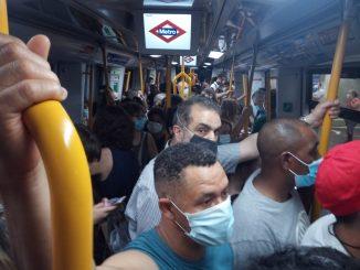 Quedan atrapadas decenas de personas en el Metro de Madrid.