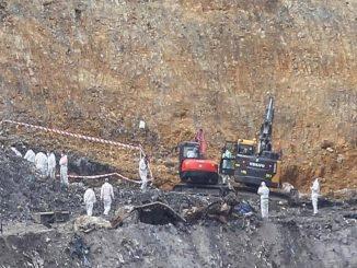 Se hallan los resto óseo de Alberto Sololuze, uno de los trabajadores desaparecidos en el vertedero de Zaldibar.