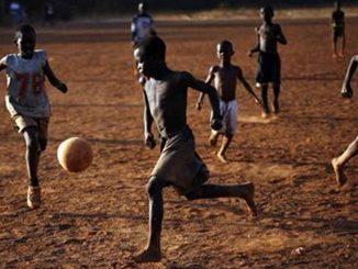 Mueren 9 niños tras ser impactados por un rayo mientras jugaban fútbol