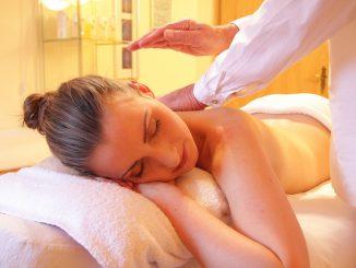 Cómo hacer un aceite de masaje contra la celulitis