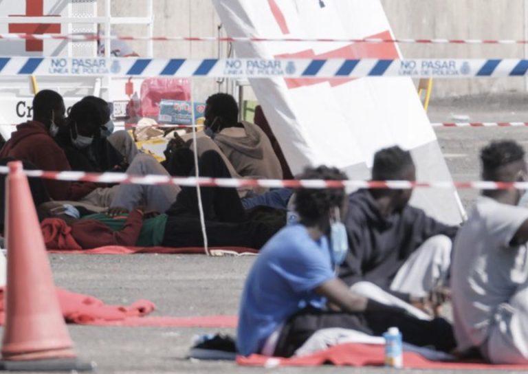 Salvamento Marítimo rescata dos pateras con 85 inmigrantes en Canarias.