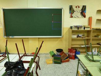 Cierra un colegio por el positivo en COVID de dos profesores