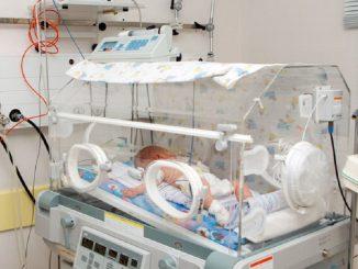 Muere un bebé porque confundieron medicamentos en el hospital