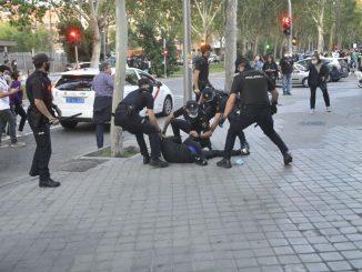 Protesta en Vallecas: la policía carga contra los manifestantes