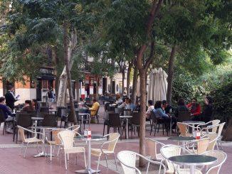 El Ayuntamiento cierra 800 plazas de aparcamiento por ampliar terrazas