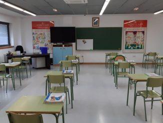 El duro invierno en las aulas: ventanas abiertas y abrigos puestos