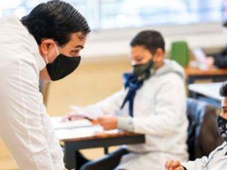 Dos alumnos de Catalunya se niegan a llevar mascarilla en clase