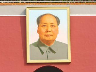 Mao Zedong: el pergamino de poesías robado y vendido por 54 euros