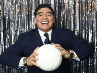 El mundo del fútbol celebra los 60 años de la leyenda Maradona