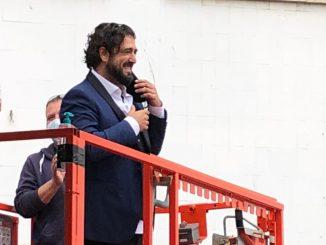 Antonio Orozco sorprende con actuación en el Hospital de Bellvitge