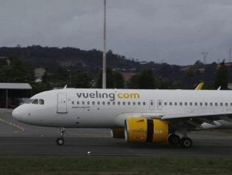 Los 1000 pilotos de Vueling se bajan el sueldo para evitar el despido