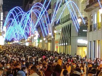 Alerta por aglomeraciones en Madrid tras encendido de luces de Navidad