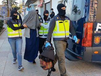 Policía detiene a joven española con plan de unirse al Daesh en Siria