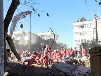 Rescatan a una niña de 3 años en el terremoto de Esmirna