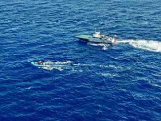 España expulsa a 22 refugiados inmigrantes que llegaron a Canarias