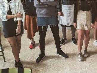 Jóvenes llevaron faldas a los institutos contra el abuso escolar