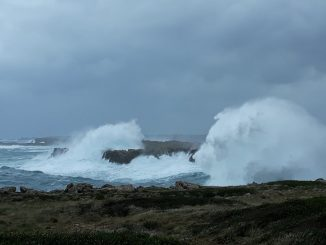 Un fuerte temporal deja a Menorca incomunicada