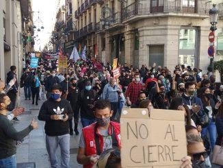 Calles cortadas en Barcelona en protesta al cierre hostelero