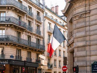 Francia mantiene el confinamiento hasta el 1 de diciembre
