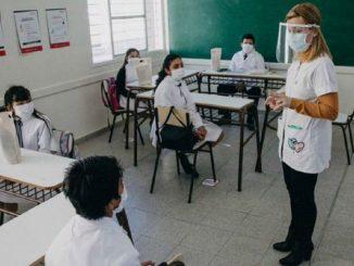 El problema de las mascarillas en clase para los profesores