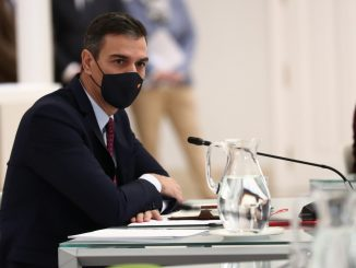 PSOE y Podemos pactan congelar el sueldo de Sánchez y los ministros