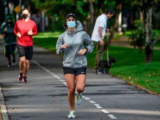 OMS desaconseja llevar mascarilla durante actividad física intensa
