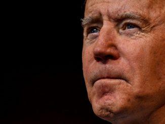 Biden pide a los estadounidenses usar la mascarilla durante 100 días
