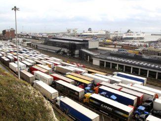 El cierre del Eurotúnel provoca un colapso kilométrico