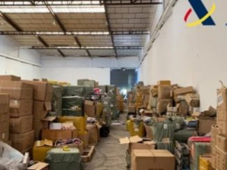 Operación en Pinto: doce detenidos, toma de mascarillas y juguetes