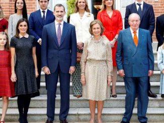 Podemos pide a Felipe VI que eche al rey emérito de la familia real