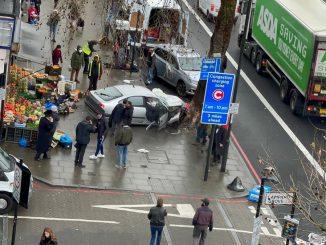Coche atropella a varios peatones en Londres: hay heridos graves