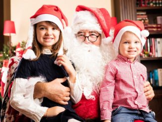 Papa Noel da positivo para Covid, tras estar con niños en Estados Unidos
