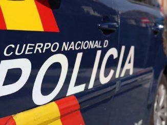 Detenidos dos policías por abusar de una mujer en un portal