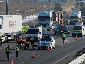 Mueren tres camioneros cuando auxiliaban un accidente en la A-6