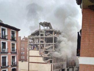Una fuerte explosión derrumba un edificio en pleno centro de Madrid