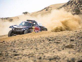 Carlos Sainz gana la Etapa 1 y se convierte en líder del Dakar