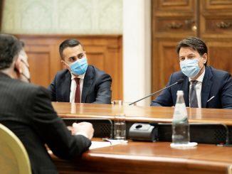 Dimite Giuseppe Conte, primer ministro italiano