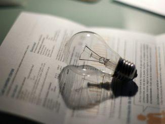 Partidos políticos piden al Gobierno que baje el IVA de la luz