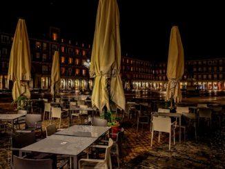 Madrid adelanta el toque de queda y el cierre de comercios