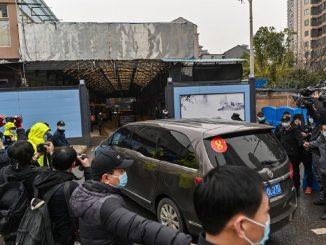 OMS visita mercado de Wuhan, lugar del primer brote de Covid-19