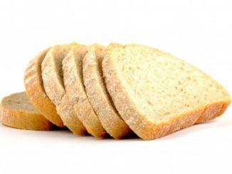 Aldi retira un pan tras hallarse trozos de plástico entre las rebanadas