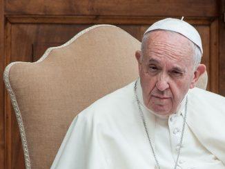 El Papa Francisco baja el sueldo del personal del Vaticano
