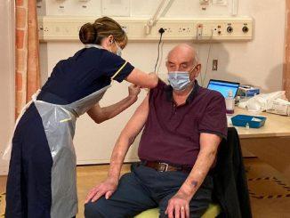 Reino Unido comienza a suministrar la vacuna de AstraZeneca