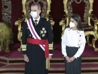 El debate sobre la fecha de vacunación del Rey Felipe y la Reina Letizia