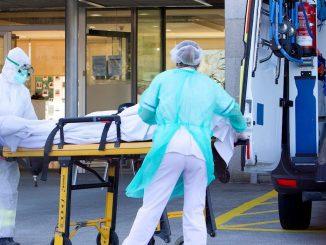 Ancianos vacunados, mueren en residencia de Madrid por cepa británica