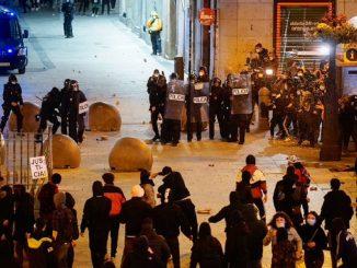 Ayuso pide el cese de Iglesias tras los disturbios por la detención de Hasél