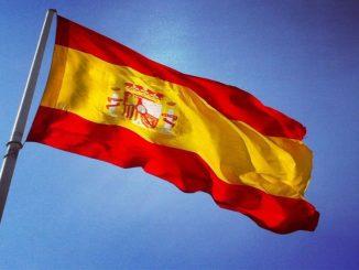 Madrid destina miles de euros en renovar banderas de España
