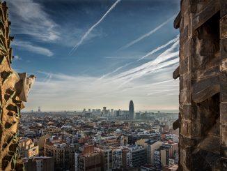 Cataluña cercana a las elecciones, rebaja las restricciones